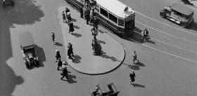 PHOTOGRAMME EXTRAIT DU FILM D'ANDRÉ SAUVAGE « ÉTUDES SUR PARIS » (1928) © Succession André Sauvage - Édition DVD Carlotta Films ÉTUDE « NORD-SUD » 33 MINUTES 42 SECONDES